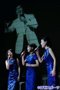 柏木由紀子「一緒に」坂本九さん遺作家族3人で歌う - 音楽 : 日刊スポーツ