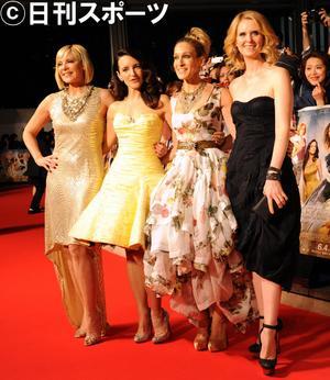 「セックス・アンド・ザ・シティ2」のジャパンプレミアに出席し、笑顔を見せる左からキム・キャトラル、クリスティン・デイビス、サラ・ジェシカ・パーカー、シンシア・ニクソン(2010年6月1日)