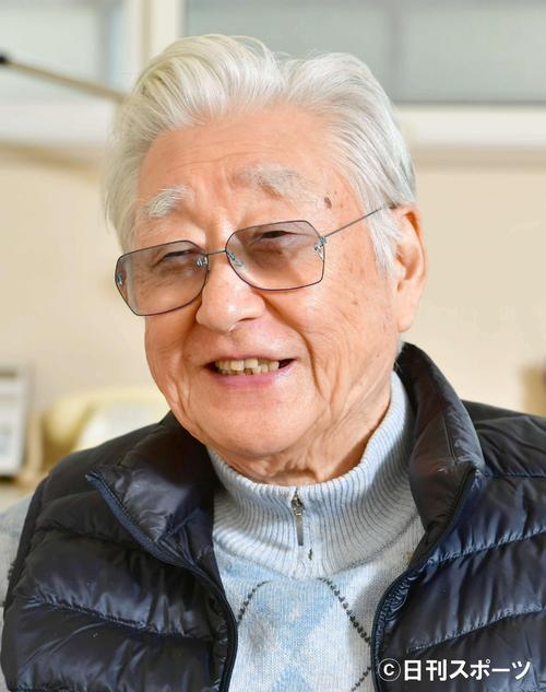 17年2月、インタビューで演劇への思いをやさしい表情で語る演出家の浅利慶太さん