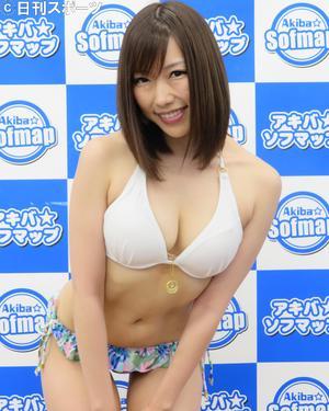 DVD「Debut ! 」発売イベントに出席した七碧ティナ