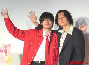 映画「ニワトリ★スター」公開直前イベントに出席した成田凌(左)と井浦新