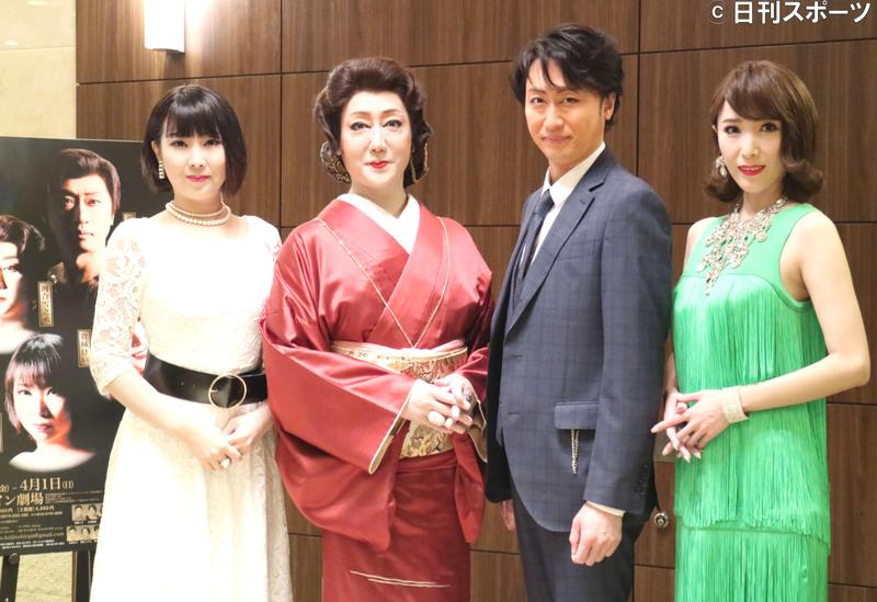 左から春本由香、河合雪之丞、喜多村緑郎、貴城けい