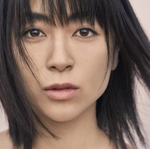 宇多田ヒカルのオリジナルアルバム「初恋」のジャケット写真