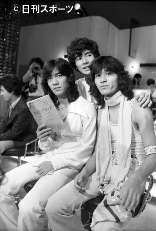 74年7月16日、新ご三家の左から野口五郎、郷ひろみ、西城秀樹さん