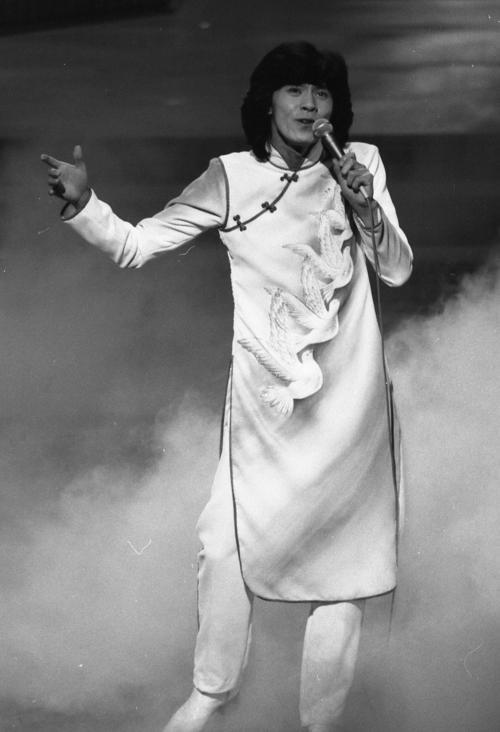 78年12月31日、第29回NHK紅白歌合戦で熱唱する西城秀樹さん
