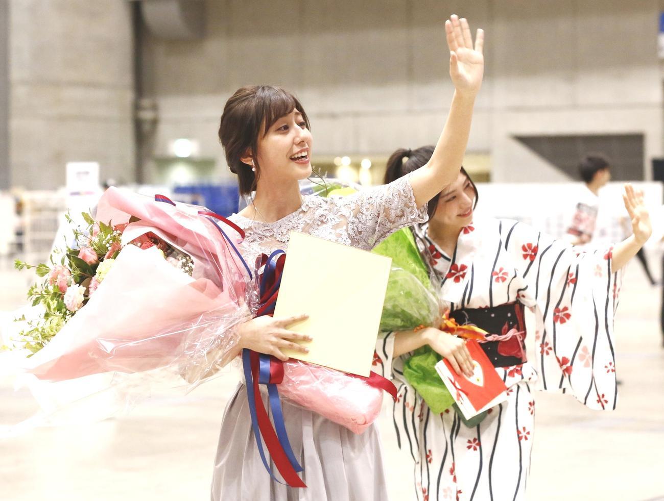 斎藤ちはると相楽伊織が乃木坂46卒業、コール響く - 乃木坂46 : 日刊スポーツ