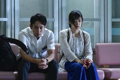 メ~テレ開局55周年記念ドラマ「乱反射」で初共演する妻夫木聡(左)と井上真央