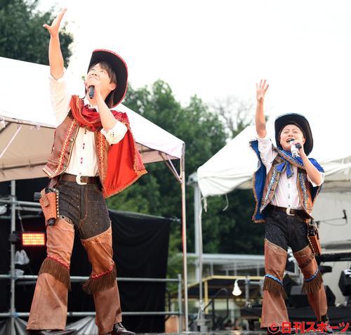 ポップな曲調で観客を盛り上げるはやぶさ(撮影・横山健太)
