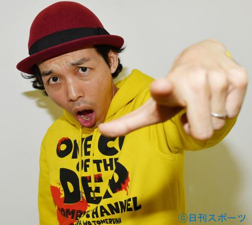 石原裕次郎賞を受賞した上田慎一郎監督は「カメラを止めるな!」と叫ぶ(撮影・滝沢徹郎)
