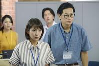 義経えみる(吉岡里帆=左)は先輩ケースワーカー半田明伸(井浦新)の指導を受けながら成長していく(C)関西テレビ