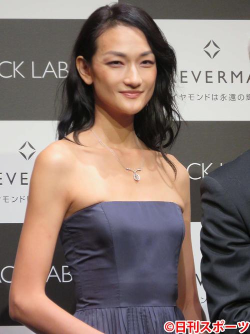フォーエバーマーク賞を受賞した冨永愛