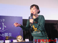 劇中に登場する「賢者の石」に触れて興奮する芦田愛菜