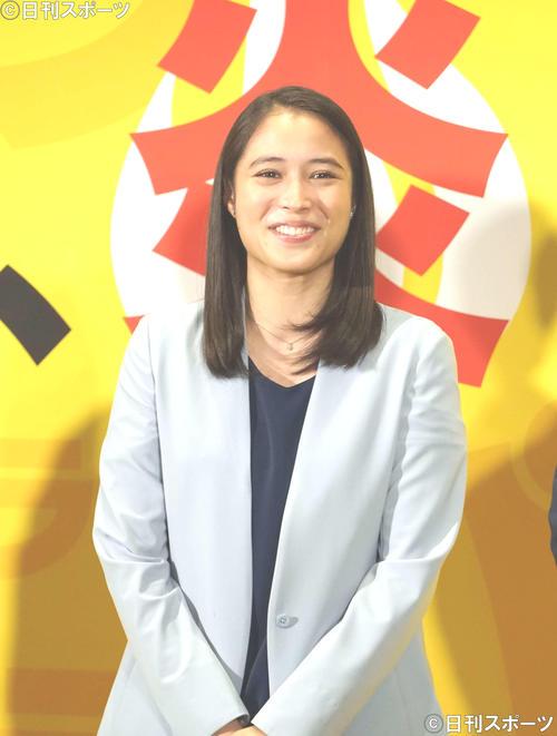 会見で笑顔を見せる広瀬アリス(2018年10月10日撮影)