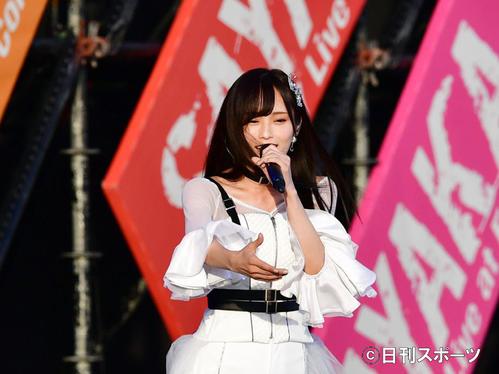 卒業コンサートで歌い始めるNMB48山本彩(2018年10月27日撮影)