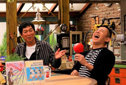 カンテレ「おかべろ」に生出演した明石家さんま(左)と「ナインティナイン」の岡村隆史