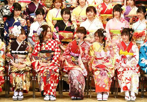 今年のAKB48グループの新成人を「平成の大トリ世代」と名付けたNGT48荻野由佳(前列中央)(撮影・足立雅史)