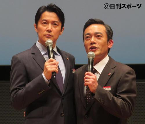 年齢ネタで盛り上がった福山雅治(左)と高橋和也