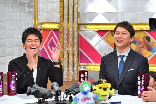 MBS「戦え!スポーツ内閣」に出演した新井貴浩氏(右)と番組MCの武井壮