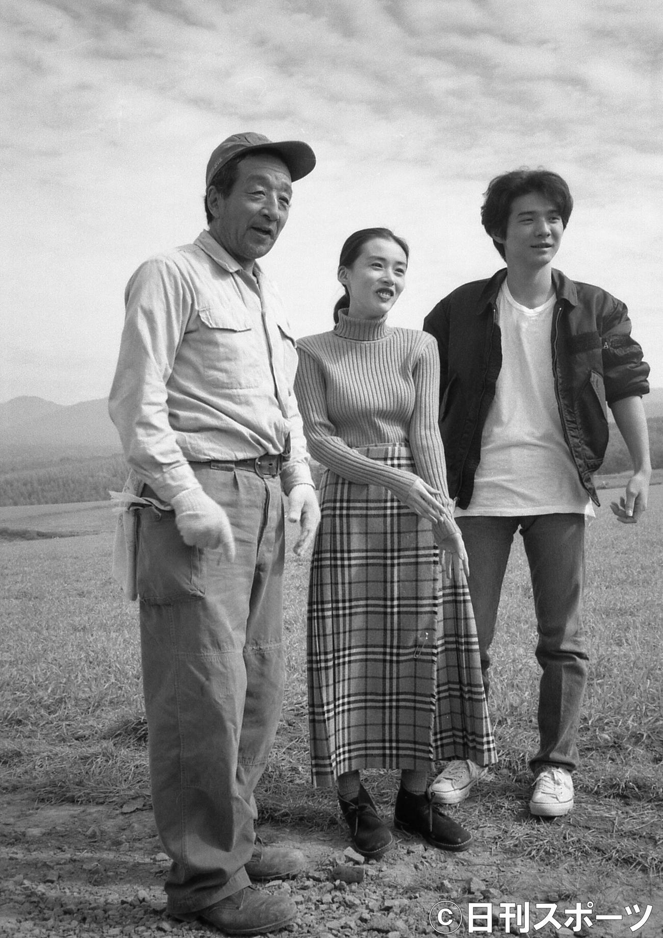 ドラマ「北の国から」の収録を行った左から田中邦衛さん、中嶋朋子、吉岡秀隆(1994年9月28日撮影)
