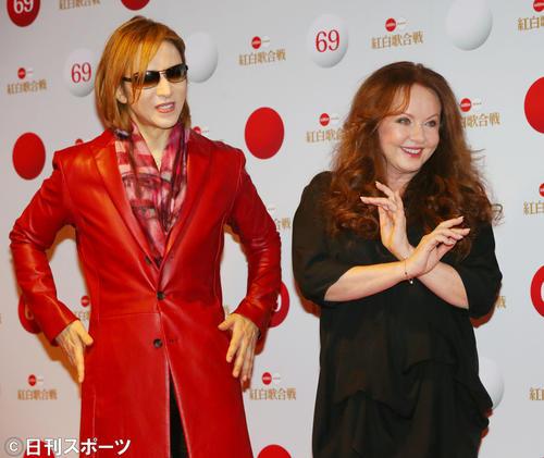 サラ・ブライトマン(右)とYOSHIKI(2018年12月30日撮影)