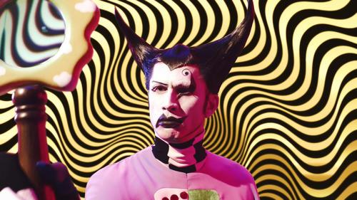 最新曲「いてもたっても」のミュージックビデオで魔法使いに変身する平井堅