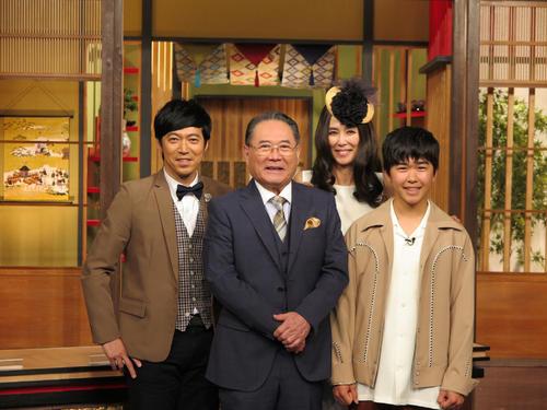 左から東貴博、前田吟、萬田久子、鈴木福 (C)テレビ大阪