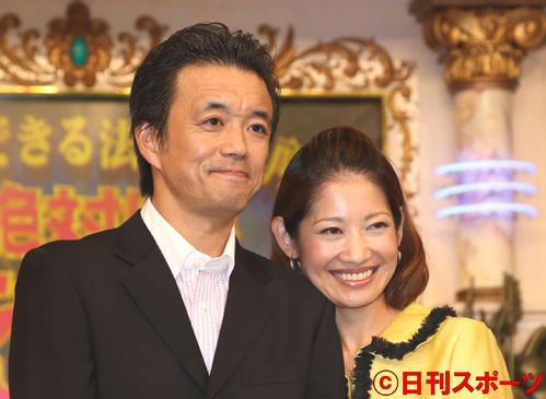 俳優の金山一彦(左)と弁護士の大渕愛子(2014年8月24日撮影)