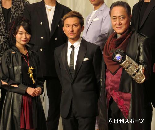 制作発表会見に出席した左から北原里英、ISSA、佐野史郎
