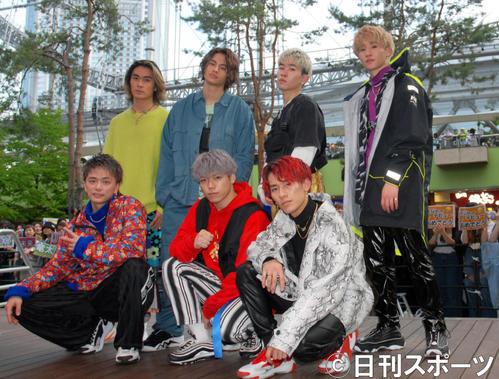 東京ドームの目の前のステージでデビューアルバム発売記念イベントを行ったBALLISTIK BOYZ(撮影・大友陽平)