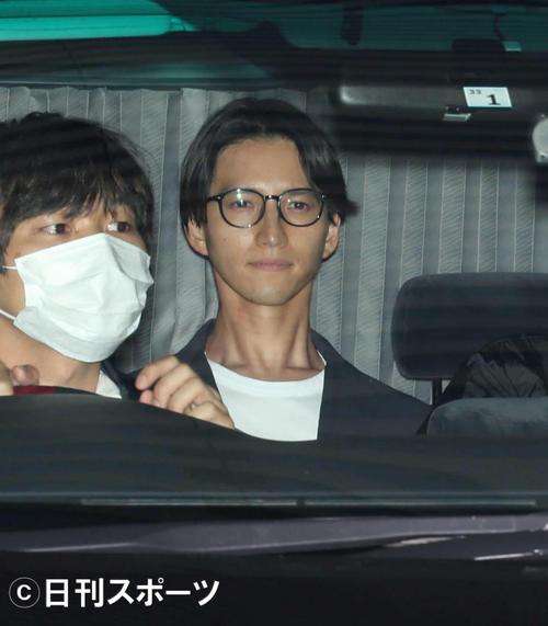 22日、麻薬取締部を出る元KAT-TUNの田口淳之介容疑者(撮影・井上学)