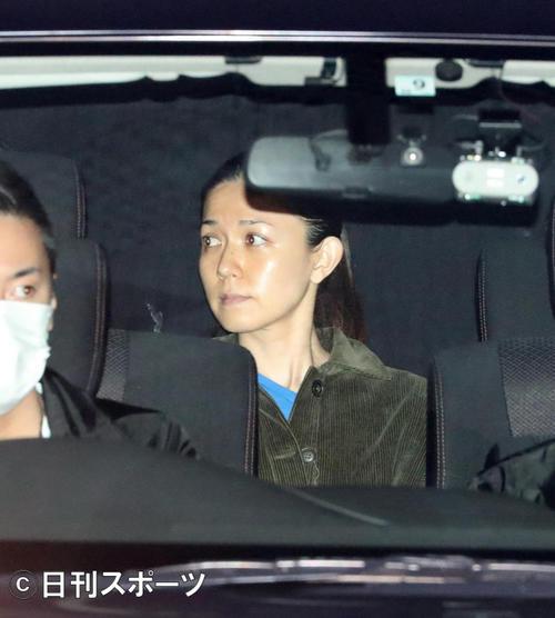 22日、警視庁湾岸警察署に移送される小嶺麗奈容疑者(撮影・大野祥一)