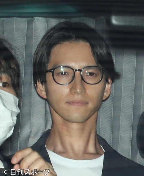 22日、麻薬取締本部を出る元KAT-TUNの田口淳之介容疑者