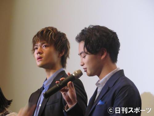 サプライズ手紙に号泣した佐野勇斗(左)に代わり代弁する森永悠希