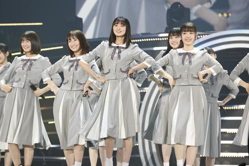 初の単独ライブを開催した乃木坂46の4期生。中央は遠藤さくら