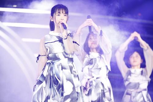 初の単独ライブを開催した乃木坂46の4期生。筒井あやめ(左)