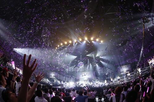横浜アリーナライブで新曲「Sing Out!」を披露した乃木坂46