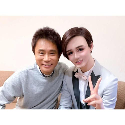 開設したブログで、浜田雅功との2ショット写真を公開したMatt(右)(Amebaブログより)