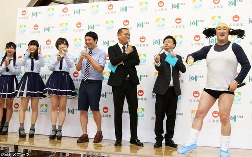 くまだまさし(右端)の持ちギャグに笑う(左から)NMB48の菖蒲まりん、堀詩音、太田夢莉、タカアンドトシのタカ、トシ、次長課長の河本準一(撮影・西塚祐司)