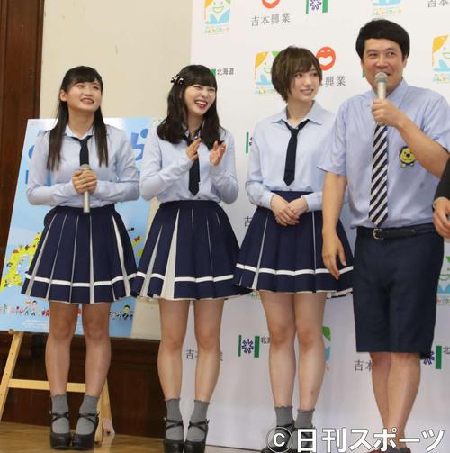 会見に出席した(左から)NMB48の菖蒲まりん、堀詩音、太田夢莉、タカアンドトシのタカ(撮影・西塚祐司)