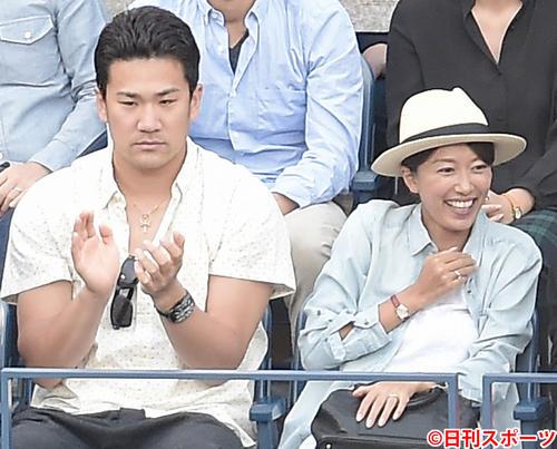 ヤンキース田中将大、里田まい(右)(2014年9月8日撮影)