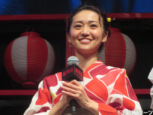 浴衣姿で登壇した大島優子