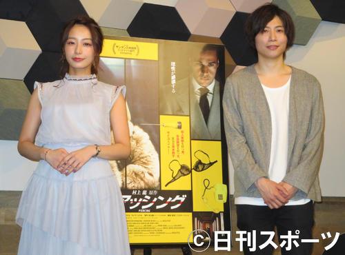 映画「ピアッシング」のイベントに参加した宇垣美里と前田裕二社長