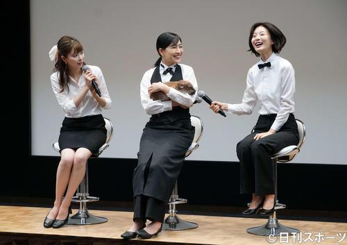 会見でトークする、左から八木アリサ、木竜麻生、玄理(撮影・遠藤尚子)