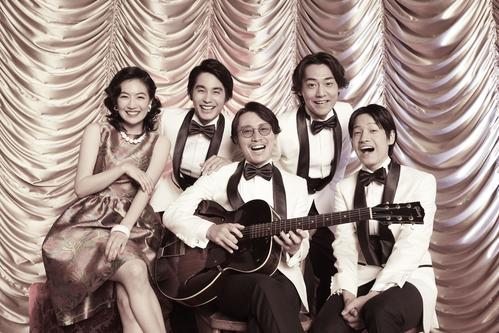 舞台「忘れてもらえないの歌」に主演する安田章大(中央)