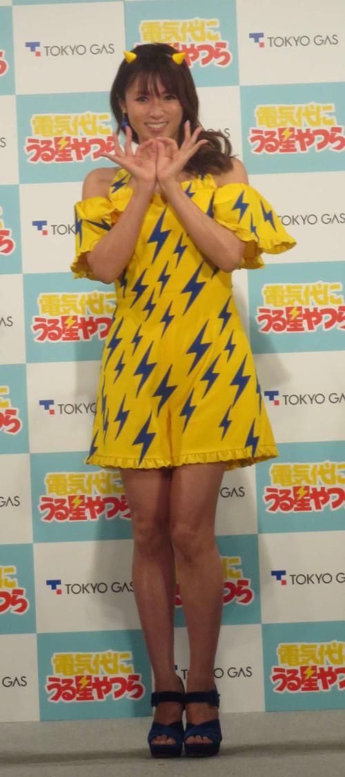 「東京ガスの電気新CM発表会」でラムちゃんの衣装でダンスを披露する深田恭子(撮影・大井義明)