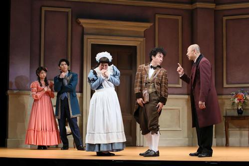 舞台「恋のヴェネチア狂騒曲」に出演する若月佑美(左端、撮影・宮川舞子)