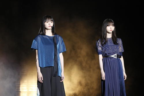 「他の星から」を2人でパフォーマンスした遠藤さくら(左)と齋藤飛鳥
