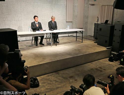 会見を開いた宮迫博之(左)と田村亮(撮影・大野祥一)