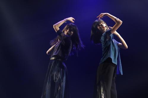 「他の星から」を2人でパフォーマンスした遠藤さくら(右)と齋藤飛鳥