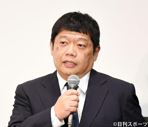 記者からの質問に応える藤原寛副社長(撮影・横山健太)